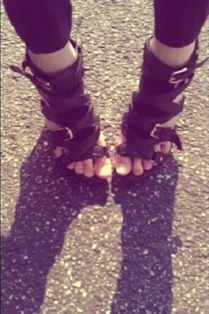 black Discovery leggings - black Charlotte Russe heels