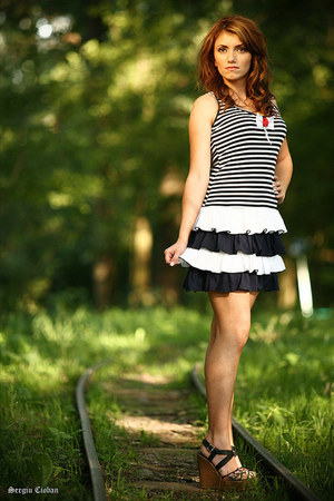 navy dress - white dress - red dress - dark brown wedges - black wedges