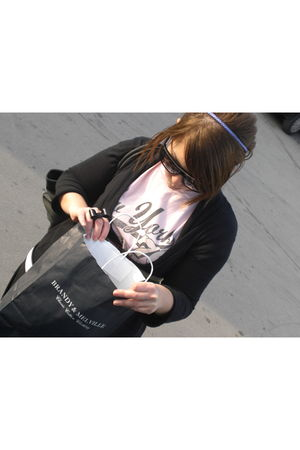 pink buy in a stand on the street in NY t-shirt - purple H&M accessories - black