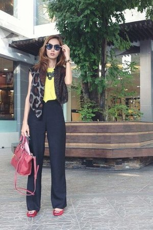 Zara bag - red Zara bag - black pants - brick red Michael Kors watch