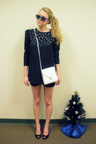 black vintage top - black shorts - white vintage purse