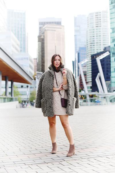 Eggshell-sweater-aritzia-dress-charcoal-gray-sherpa-aritzia-coat