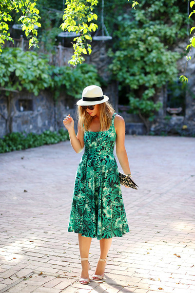 2a52ff2fd2 ... navy clutch vintage bag. green floral print Zara dress - white panama  hat Aritzia hat
