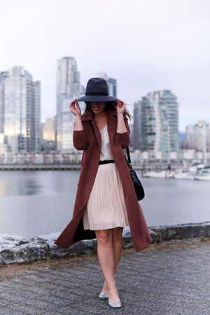 charcoal gray fedora French Connection hat - maroon Obakki coat