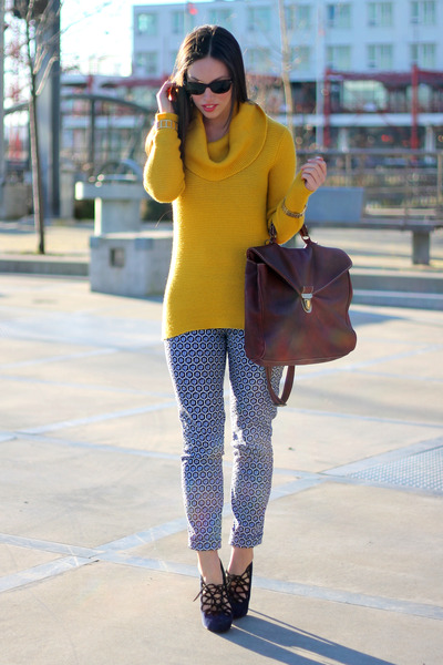 gold cowlneck knit banana republic sweater - brick red ROOTS bag