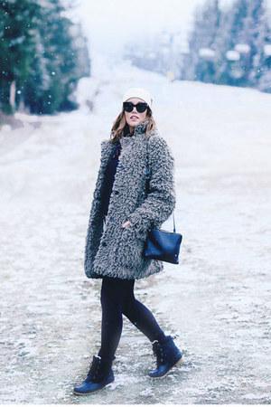 heather gray teddy coat Aritzia coat - black snow boots Joe Fresh boots