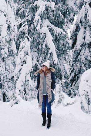 charcoal gray parka Aritzia coat - black snow boots Sorel boots