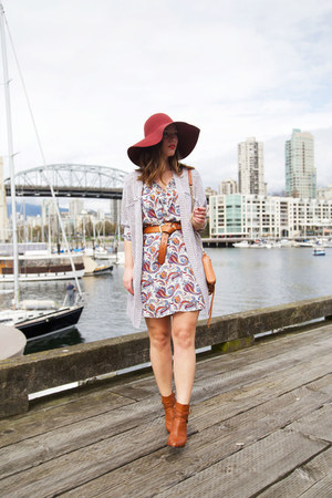 ivory paisley Boutique Onze dress - ruby red floppy hat H&M hat