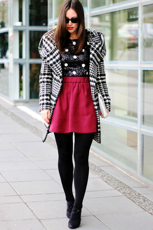 maroon wilfred a-line Aritzia skirt - white Zara coat