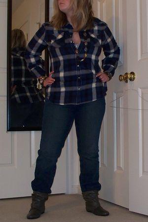 gray boots - blue shirt - blue Levis jeans