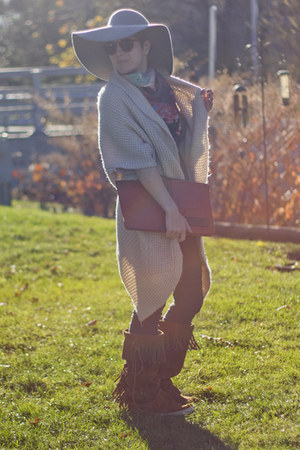 American Apparel hat - vintage boots - mohair MinkPink sweater