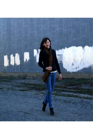 dark brown Target pumps - blue skinny jeans 2 BYU jeans - black merona sweater
