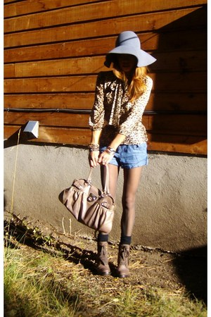 brown lace up boots Ross boots - heather gray floppy hat NYC vintage store hat