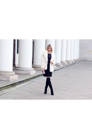 faux fur H&M coat - Deichmann boots