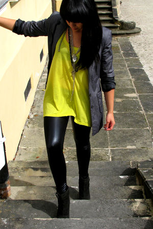 gray vintage market blazer - yellow H&M shirt - black H&M leggings - black Zara