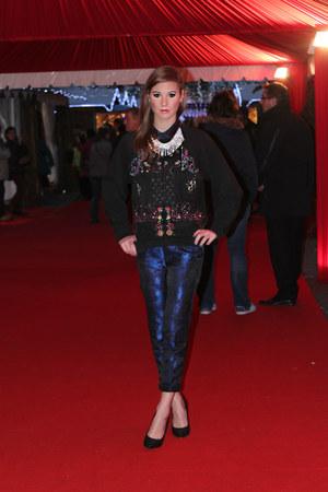 Zara sweatshirt - Salvatore Ferragamo shoes - H&M Trend pants - Zara necklace