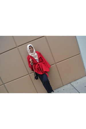 red knit cape portmans cape - cream hijab unbranded scarf - Zara bag - Ally top