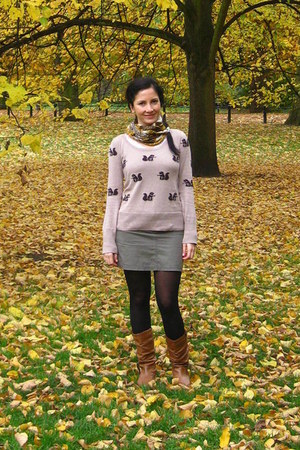 beige pull&bear sweater