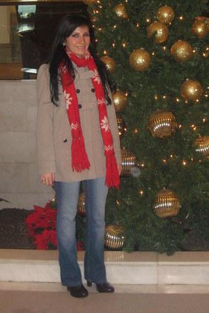 light blue jeans - beige jacket - red scarf