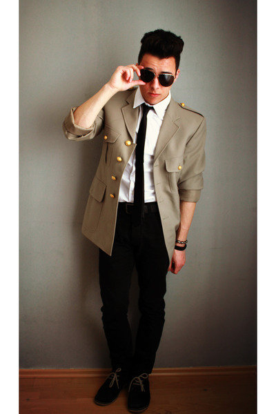 Beige pants with black jacket