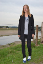 black H&M coat - heather gray H&M t-shirt - black Zara pants