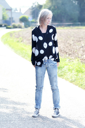 Zara jeans - Converse sneakers