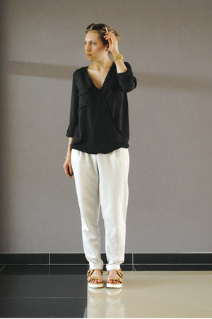 black shirt - white pants - nude sandals