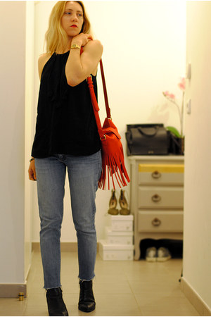 red bag - jeans - top