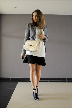 black ruffled Nasty Gal skirt - white Camille Over The Rainbow X Pimkie jumper