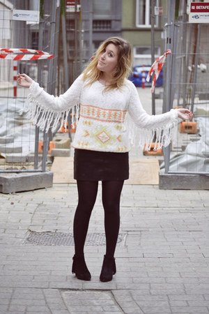 Eram boots - Zara skirt - Bershka jumper