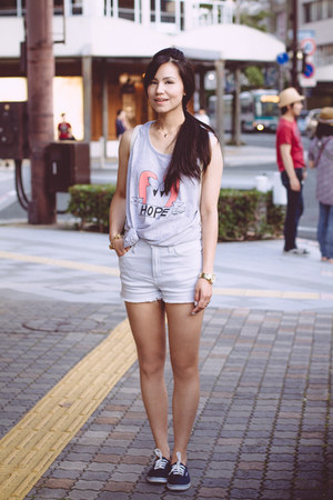Pakita Clamores top - EMODA bag - SLY shorts - Michael Kors watch