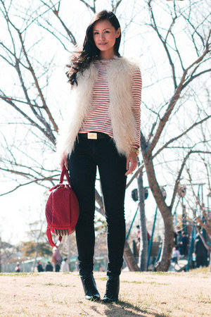 Uniqlo top - Zara boots - Uniqlo jeans - Alexander Wang bag - vintage belt