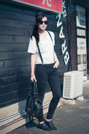 H&M t-shirt - Uniqlo jeans - Marc by Marc Jacobs bag - EMODA flats