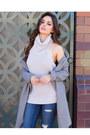 Gray-urbanog-coat-blue-urbanog-jeans-gray-urbanog-top