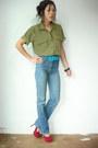 High-waist-vintage-jeans-yellow-vintage-blouse