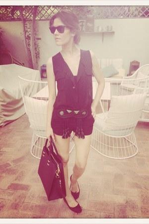 H&M shorts - Biombo13 blouse - black rayban glasses - vintage belt