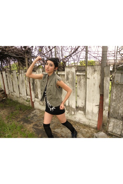 army green vest - black top