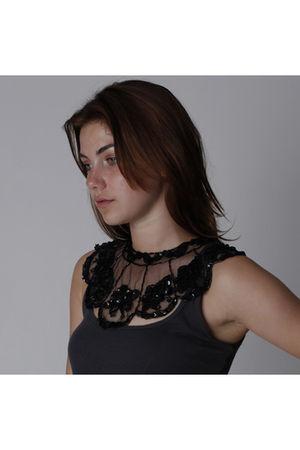 black unknown brand necklace