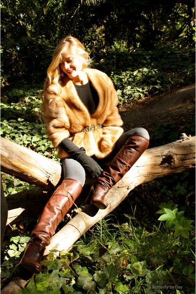 vintage fur jacket - Vintage Moschino belt - LF Boutique leggings - vintage Comm