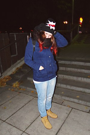 top - boots - baggy jeans - beanie hat - scarf