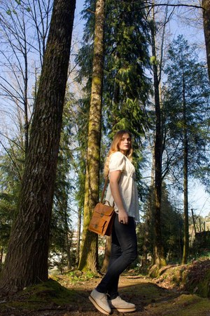 green New Yorker jeans - blue pull&bear shirt - red pull&bear bag