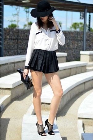clic jewels bag - Brigitte Boutique shorts - Sante heels
