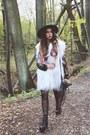 Poppy-catarzi-hat-fur-vintage-vest-dkny-pants