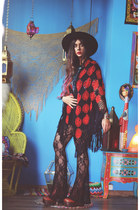 Jeffrey Campbell boots - Catarzi hat - fringed vintage cape