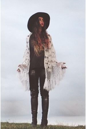 Catarzi hat - bronx boots - vintage inn sopot pants - crochet vintage cape
