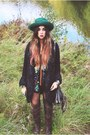 Light-brown-over-the-knee-bronx-boots-black-vintage-inn-sopot-coat