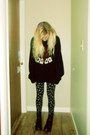 Black-dr-martens-boots-black-sweater-black-leggings