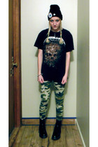 black Dr Martens boots - black hat - army green leggings - black t-shirt