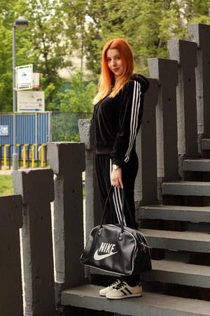 black nike bag - black zaful sweatshirt - black zaful pants