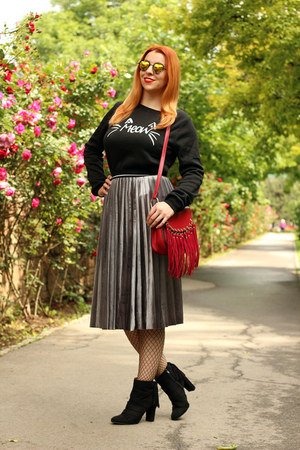 black AmiClubWear boots - black Rosegal sweater - red GAMISS bag
